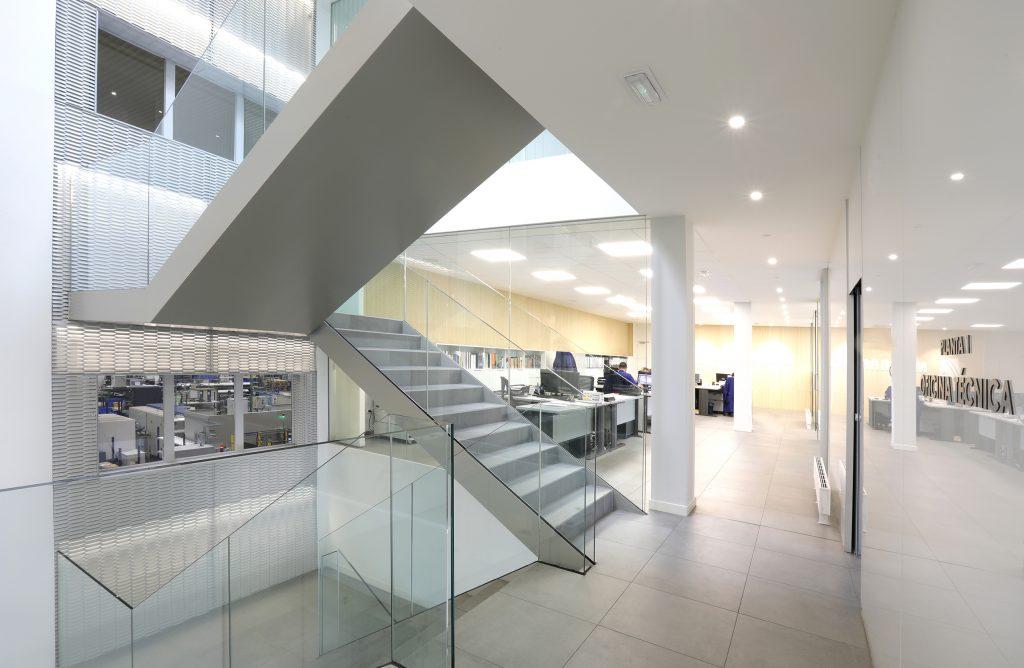 Dise o de interiores oficina en cantabria amutio y - Empresa diseno de interiores ...
